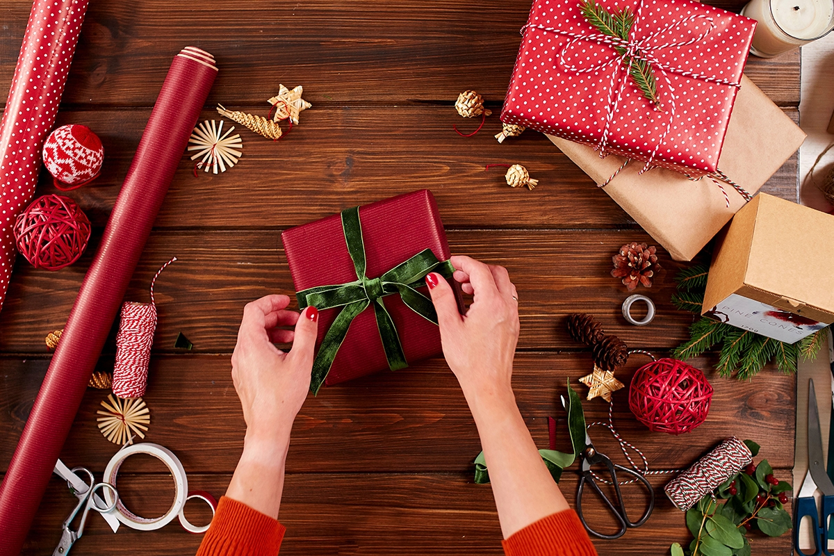 Cum impachetam cadourile de Craciun
